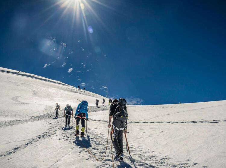 Akklimatisationstour Zum Allalinhorn Im Wallis