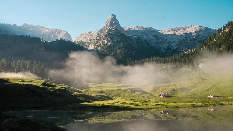 Alpenueberquerung Fuehrung Im Nationalpark Berchtesgdaden Mit Blick Auf Den Funtensee