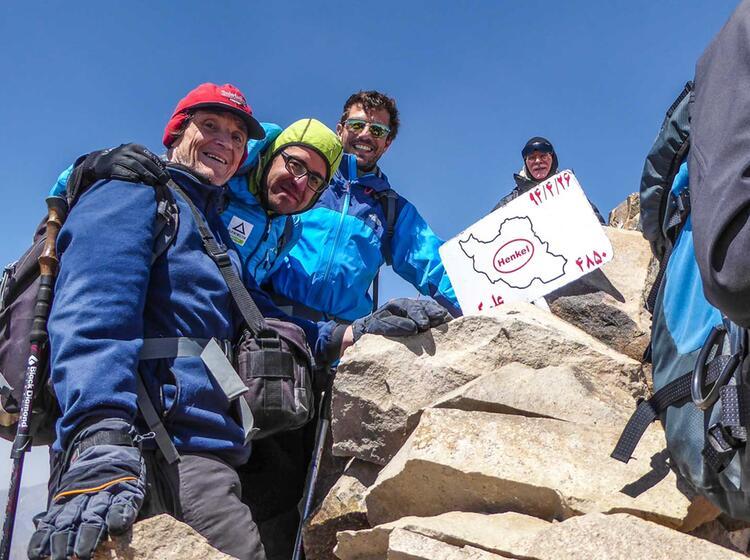 Am Alam Kuh Gipfel Waehrend Der Gefuehrten Trekkingreise