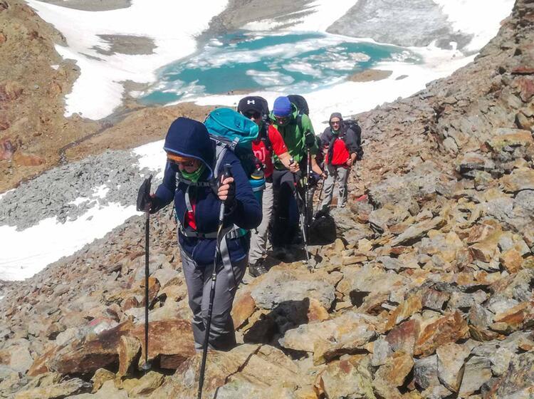 Aufstieg Im Urgestein Bei Der Alpenueberquerung Von Der Zugspitze Nach Meran