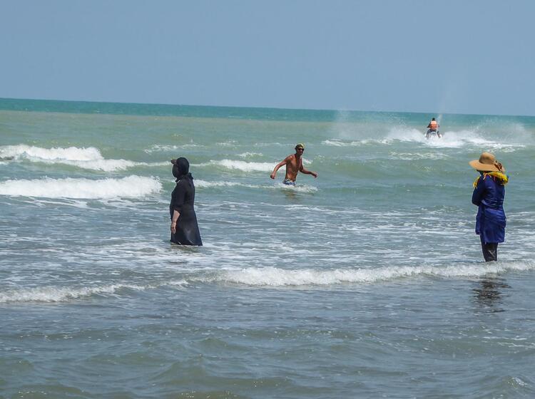 Baden Im Kaspischen Meer Auf Der Trekkingreise Iran