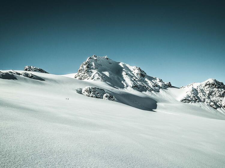 Bergfu Hrer Auf Skitour In Der Silvretta