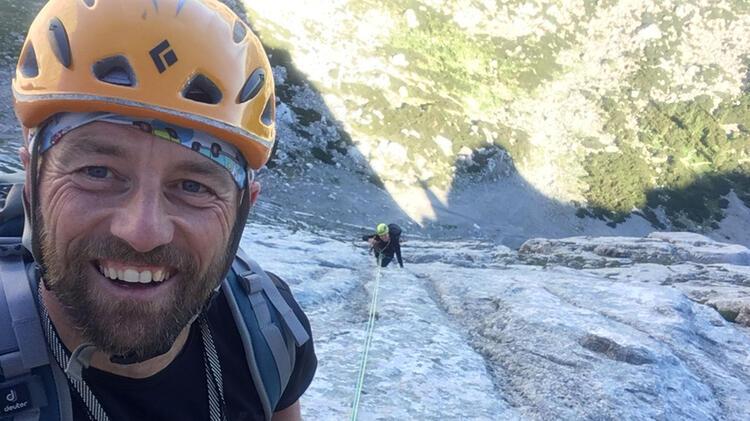 Bergfu Hrer Ju Rgen Brandhuber Beim Klettern An Der Blaueishu Tte