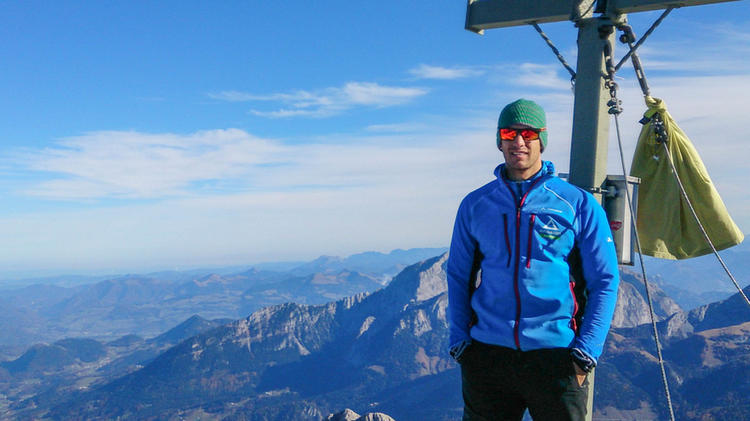 Bergfuehrer Alexander Blaschek Auf Der Suedspitze Nach Der Durchsteigung Der Watzmann Ostwand