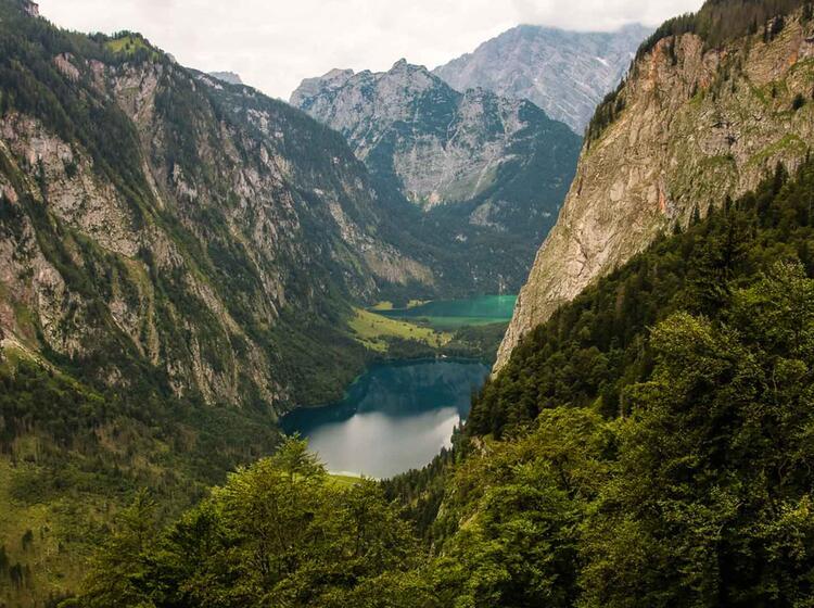 Bergwandern In Berchtesgaden Mit Blick Auf Den Koenigssee Und Den Watzmann