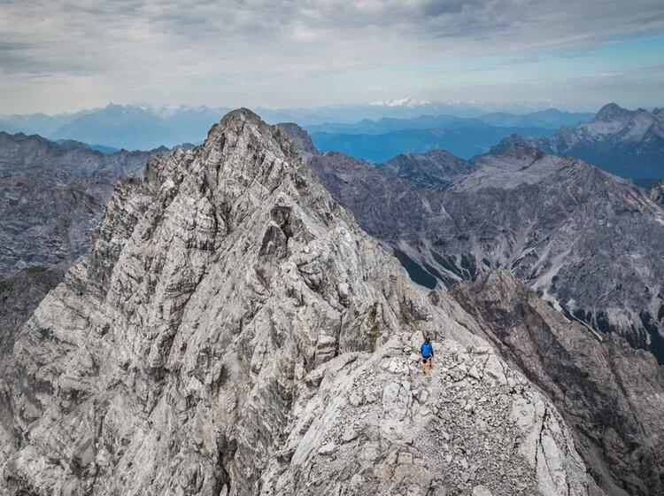 Blick Auf Die Suedspitze Und Die Watzmann Ostwand Auf Der Gratueberschreitung