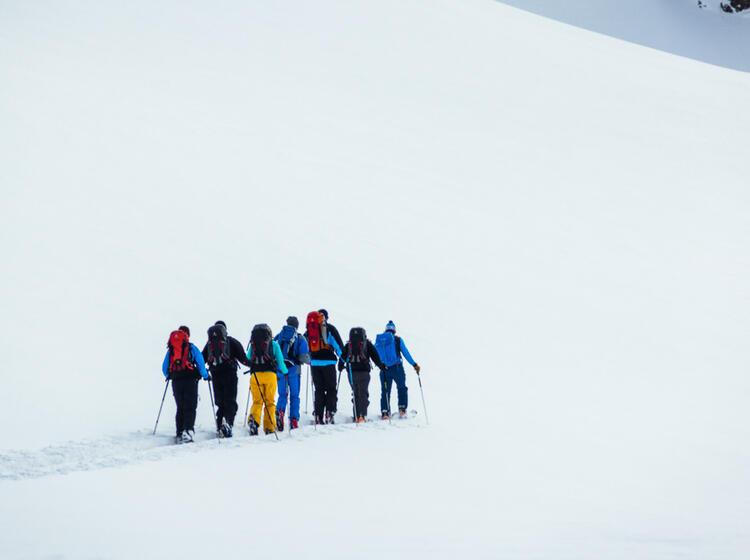 Der Bergfu Hrer Spurt Auf Skitour In Der Silvretta