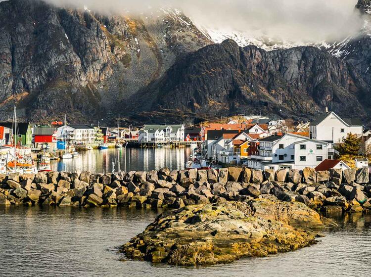Der Fischerort Henningsvaer Auf Den Lofoten Bei Der Skitourenreise