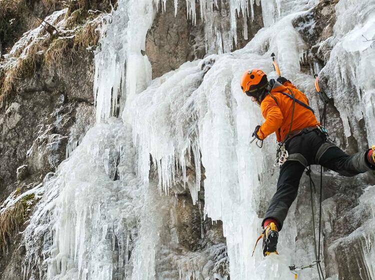Eiskletterkurs Und Fu Hrung In Den Dolomiten Und Im Allga U