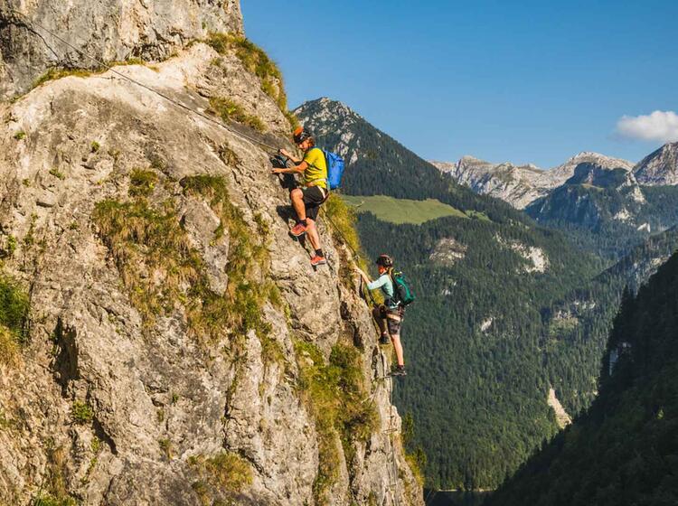 Mit Bergfuehrer Am Klettersteig In Berchtesgaden