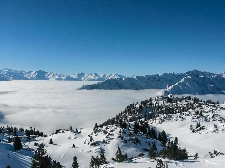 Nebel Ueber Dem Achensee Und Blick Ins Karwendel Auf Dem Skitourenkurs