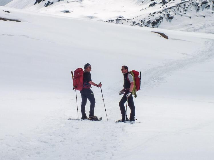 Pause Am Gletscher Auf Der Schneeschuhtour Zufallhu Tte