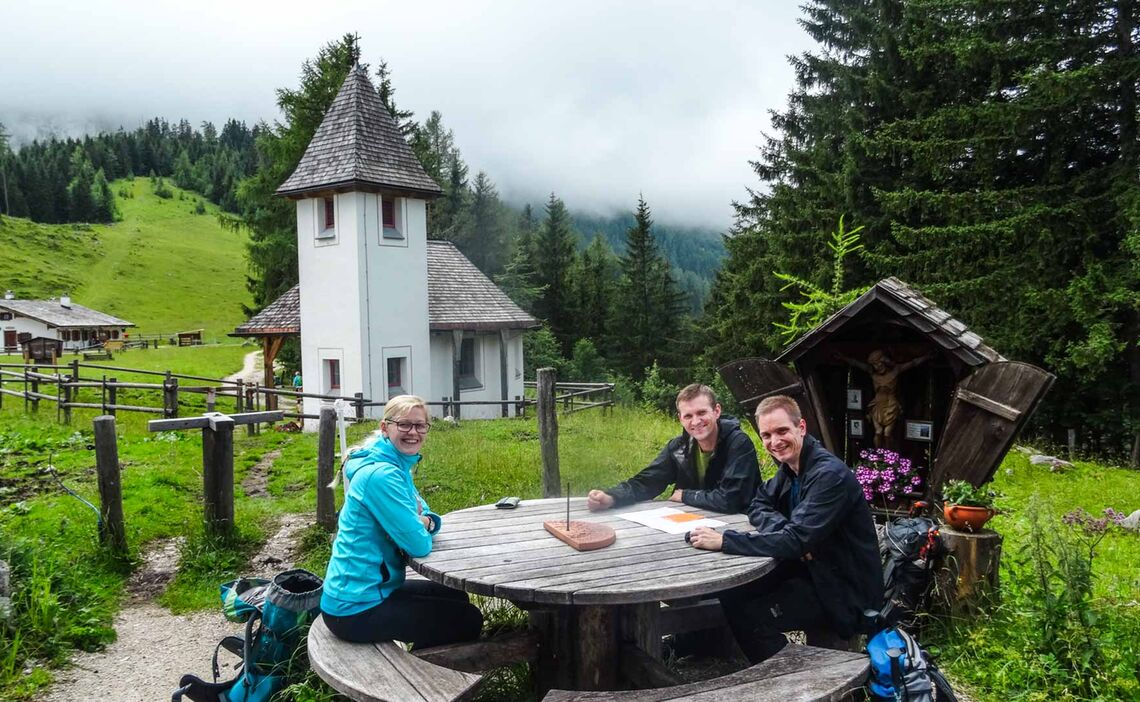 Pause Auf Der Kuehroint Huette Vor Dem Aufstieg Zum Watzmann