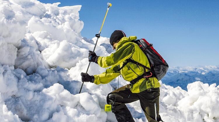 Richtig Sondieren Lernen Am Skitourenkurs