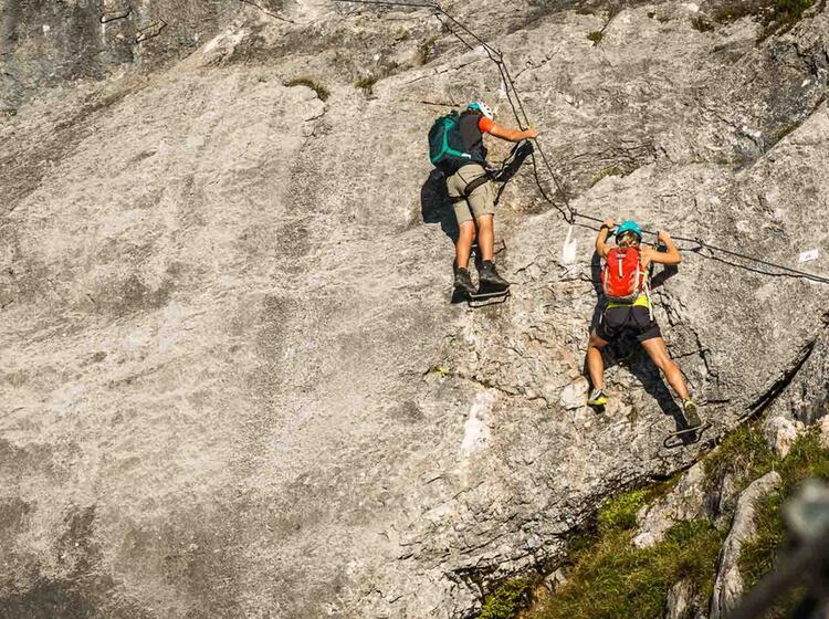 Schwieriger Klettersteig Mit Bergfuehrer
