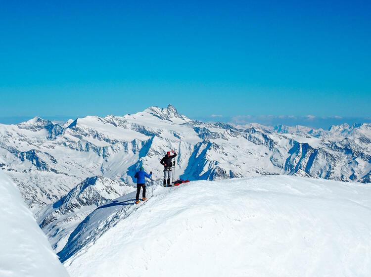 Skidepot Am Grossvenediger Auf Der Gefuehrten Skitour