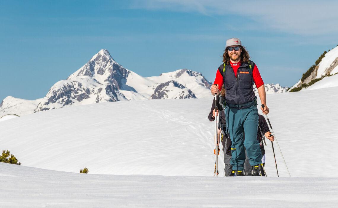 Skitouren Gruppe Mit Bergfuehrer Auf Der Haute Route Berchtesgaden
