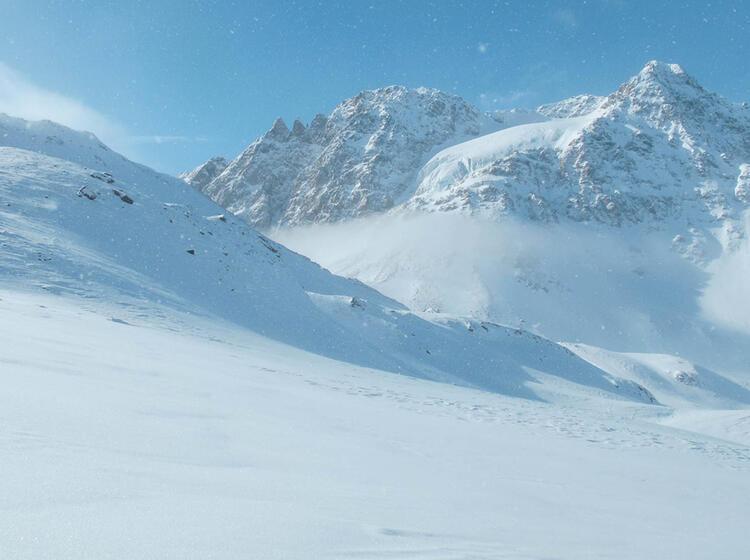 Skitouren Und Schneeschutouren Rund Um Die Jamtalhu Tte