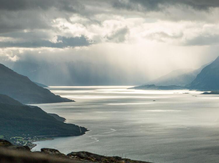 Stimmungsvolles Wandern In Den Lyngen Alpen Bei Tromsoe
