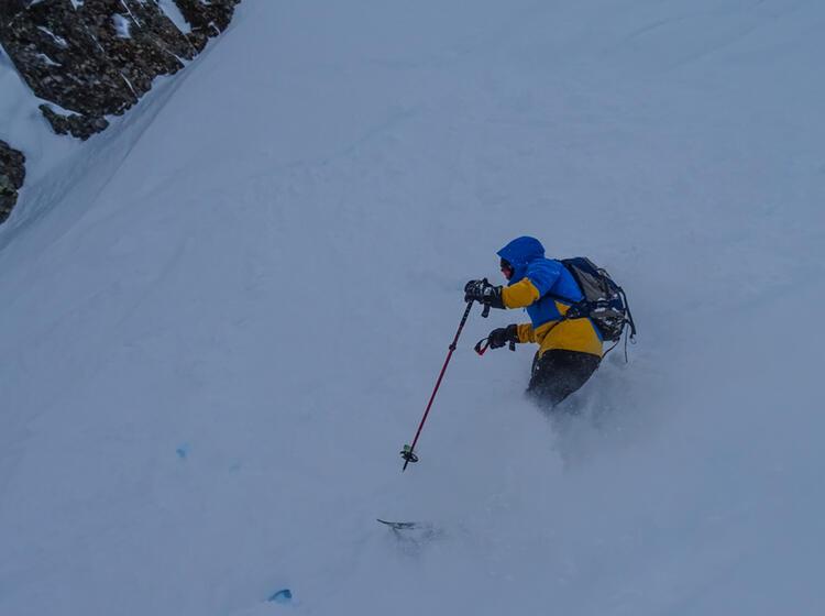 Tiefschnee Fahren Lernen Mit Bergfuehrer Auf Dem Stubaier Gletscher