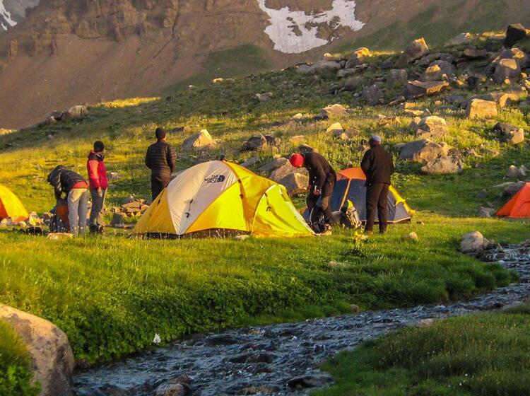Zeltlager Am Damavand Auf Der Trekkingreise